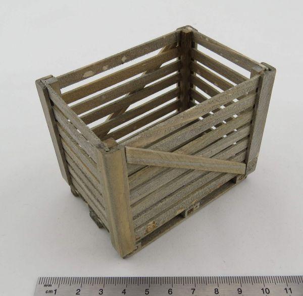 Holzgitterbox auf Europalette. Aus Echtholz hergestellte