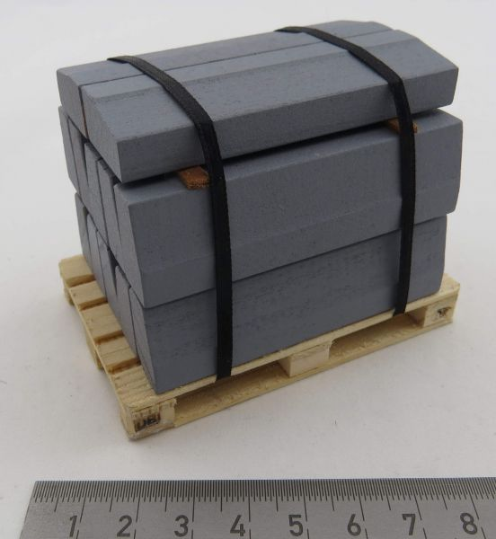 Curb palette in 1: 14,5 scale. Wooden curbs