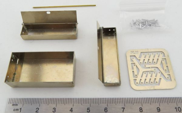 Werkzeugkasten, geätzt, (Bausatz), für Maßstab 1:10. Messing