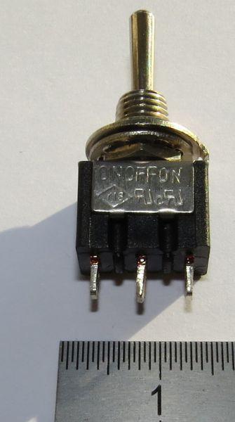 Miniatur-Kippschalter 1x UM (1-polig) 1x UM, schaltend mit