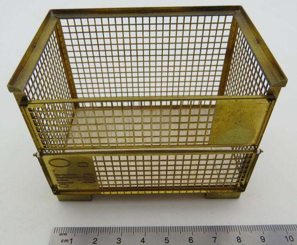 naturgetreue Nachbildung einer Gitterbox aus MS-Bleche