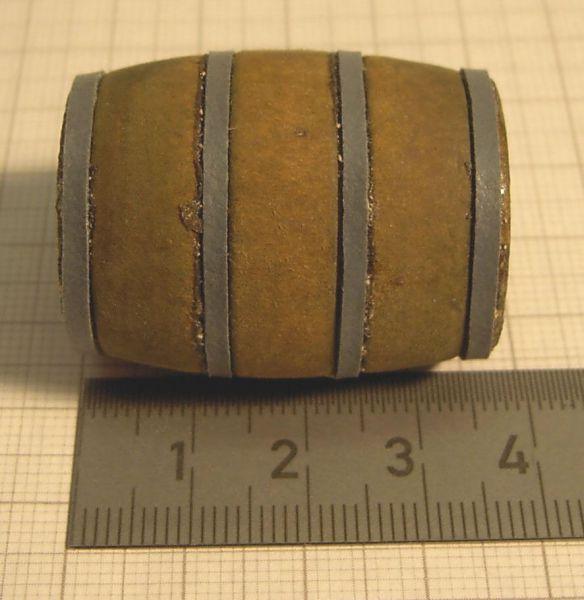 1 Holz-Fass 3,6cm hoch, braun, m.Metall- Ringen