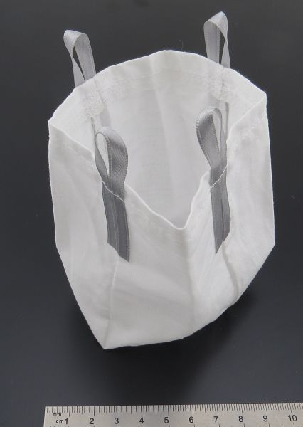 Duża torba, wykonana z tkaniny, szyta ręcznie. w przybliżeniu 100mm wysoki